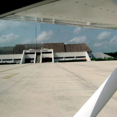 Recibe aeropuerto de Chichén Itzá su primer vuelo comercial con turistas provenientes de Ecuador
