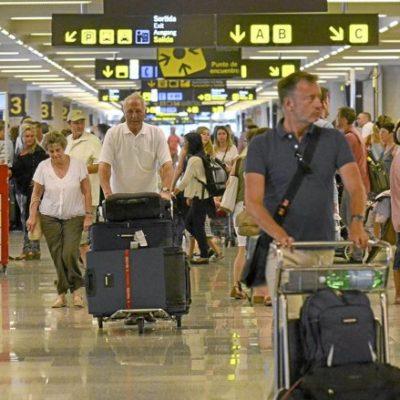 Llegan menos turistas 'fronterizos', pero gastan más