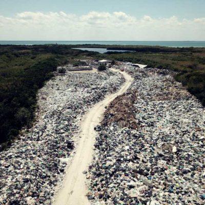 SANEARÁN BASURERO DE HOLBOX: Tras denuncia, inician limpieza de 75 mil toneladas de desechos acumulados en tiradero a cielo abierto en la isla