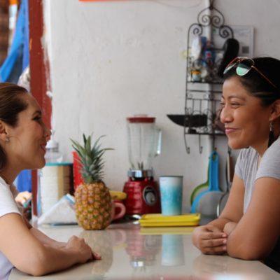 Atenea Gómez asegura que legislará a favor de los trabajadores durante recorrido por la colonia 'El Esfuerzo' en la zona continental de Isla Mujeres