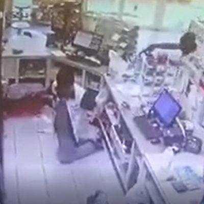 VIDEO | A SANGRE FRÍA: Matan por la espalda a joven dependiente de una tienda en Manzanillo