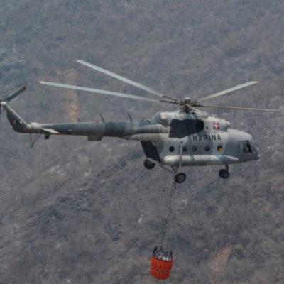 Cae a tierra helicóptero de la Marina que combatía incendio en la Sierra Gorda de Querétaro