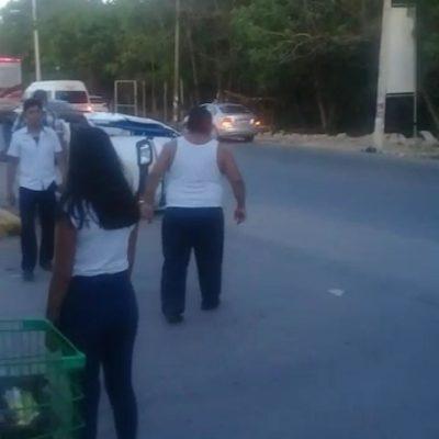 """""""¡EY!, ¡EY!, ¡TRANQUILOS!"""": Destrozan taxistas de Tulum tres mototaxis"""