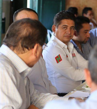 Se reúne Carlos Hernández Blanco con taxistas, con integrantes de la Femantur y con vecinos del centro de Cozumel