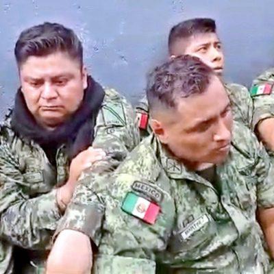 Elogia Sedena 'disciplina y temple' de soldados sometidos por pobladores en La Huacana, Michoacán