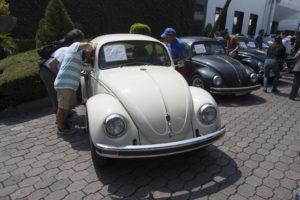 Recaudan casi 28.5 mdp en subasta de autos de lujo;  'vochito' modelo 1951 se vendió en 360 mil