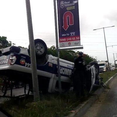Vuelca patrulla en el Arco Vial de Cancún