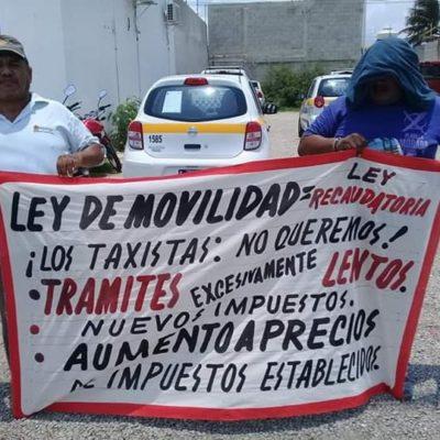 Taxistas del Suchaa protestan afuera del Instituto de Movilidad porque todavía no se aprueba el incremento de tarifas