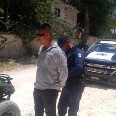 Detienen a hombre armado con una pistola en la carretera Puerto Morelos-Leona Vicario