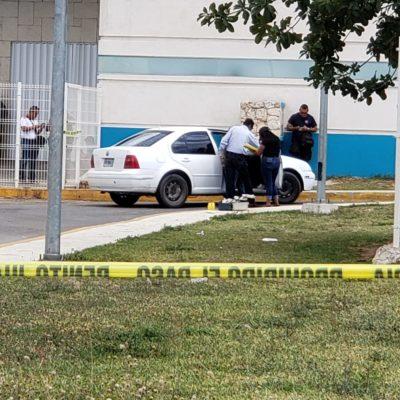 TIROTEAN A LOS TRIPULANTES DE UN JETTA BLANCO: Reportan disparos en la Región 94 de Cancún con saldo preliminar de una pareja herida