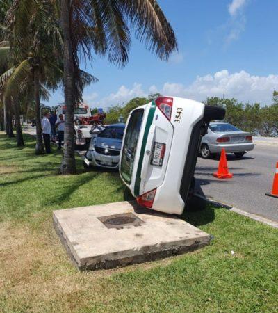 Después de colisionar con otro vehículo, taxi termina volcado en la Zona Hotelera de Cancún; no se reportan lesionados