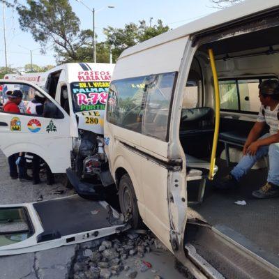 COLISIÓN DE CAFRES EN LA PORTILLO DE CANCÚN: Saldo de 10 heridos por choque entre conductores de combis del servicio colectivo