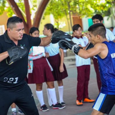 Gobierno de Isla Mujeres promueve el box en escuelas para mejorar la seguridad y salud de los jóvenes