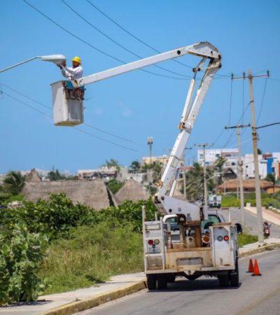 Gobierno de Isla Mujeres instala 35 luminarias como parte de la estrategia de mejoramiento de espacios públicos