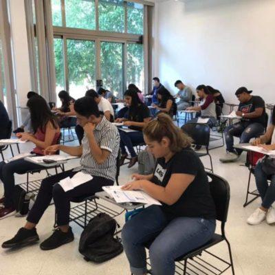Más de 300 jóvenes presentan examen de admisión para la Uqroo en Playa del Carmen