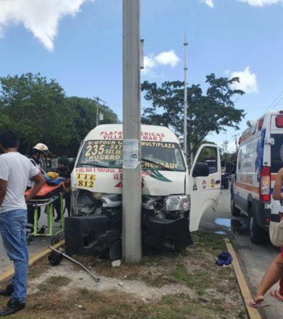 Choque de taxi contra combi en Villas Otoch, deja saldo de ocho heridos