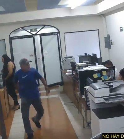 ALCANZÓ A REACCIONAR Y SE AGACHÓ: Revelan video de una agresión con cuchillo a director de Sedarpe en Chetumal