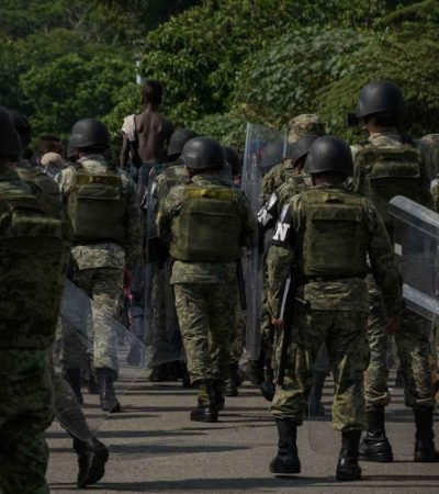 Contiene Guardia Nacional protesta de migrantes africanos y evita fuga en albergue de Chiapas