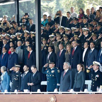 """Asiste Carlos Joaquín a presentación de Guardia Nacional; """"un pasó muy importante en la estrategia de seguridad"""", dice"""