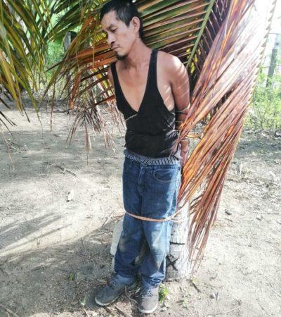 SE ROBÓ HASTA EL PERICO: Atrapan a 'robapavos' y lo amarran a un cocotero como castigo