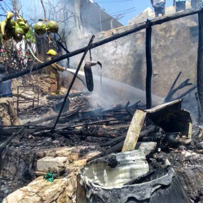 Se incendia palapa en Isla Mujeres
