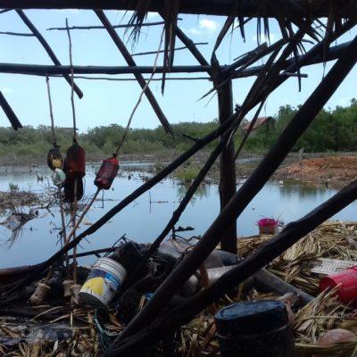 Incendio consume palapa con equipo de pesca en Chiquilá