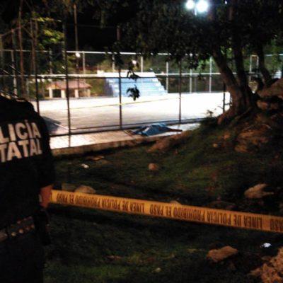 Muere joven que jugaba fútbol en Mérida al recargarse sobre un poste electrificado