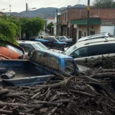 VIDEO | Río de lodo en Jalisco deja una muerte y tres personas desaparecidas