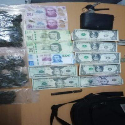 Motociclista pide ayuda a la policía con mochila con marihuana y es detenido