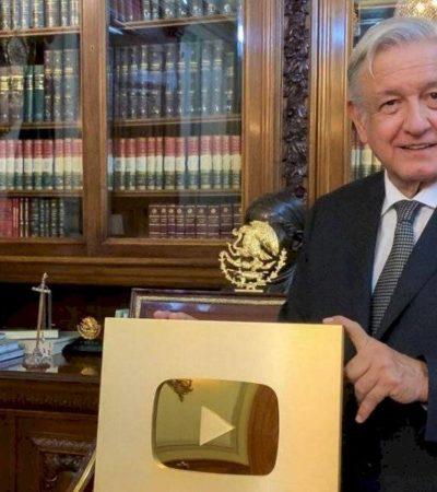 Presume AMLO 'Botón de Oro' de YouTube por alcanzar un millón de suscriptores a su canal