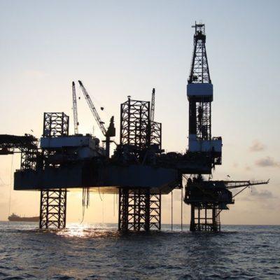Castigarían calificadoras a Pemex por cancelación de rondas petroleras, según especialistas