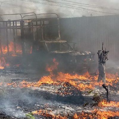 Sujeto rocía de gasolina a camión de carga y le prende fuego en Chetumal