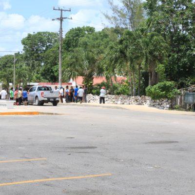 Retienen ejidatarios al Alcalde Nivardo Mena durante cinco horas para obligar pago