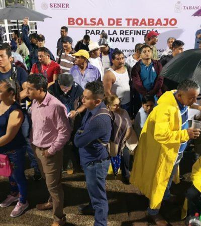 Acuden más de 10 mil personas el primer día de la bolsa de trabajo para la refinería en Dos Bocas