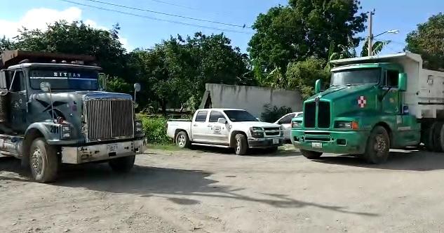 Volqueteros de Chetumal se manifiestan por falta de pago del gobierno municipal