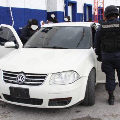 Detienen en la Kabah de Cancún a dos presuntos sicarios tras intentar huir después de un fallido 'levantón'