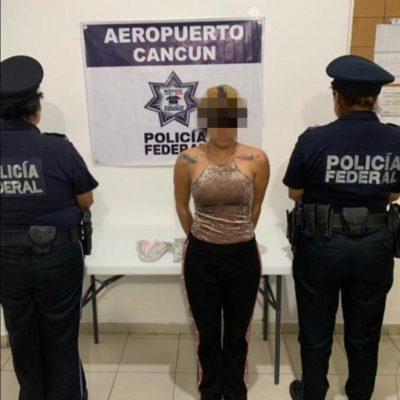 Detienen en aeropuerto de Cancún a colombiana con casi 200 gramos de 'cocaína rosa' oculta en una toalla sanitaria