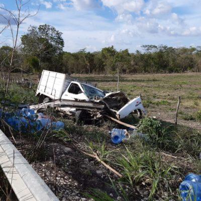 Repartidor de agua se estrella en su camioneta y muere en las inmediaciones de un poblado de OPB