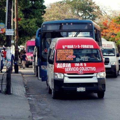 Por órdenes de Tránsito Municipal, camiones y combis regresaron a la lateral de la avenida Tulum