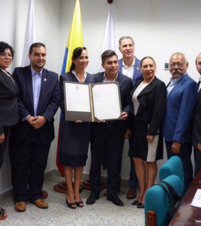 Laura Fernández firma hermanamiento entre Puerto Morelos y Medellín, Colombia