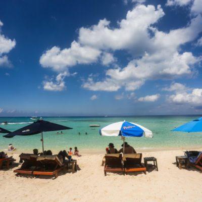Turistas nacionales y extranjeros disfrutan de las bellezas naturales de Cozumel