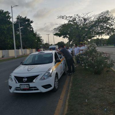 Arrolla taxi a ciclista en Chetumal