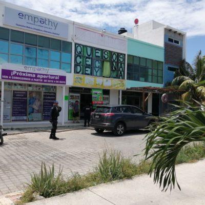 Sujeto compra en cremería y luego la asalta en Playa del Carmen