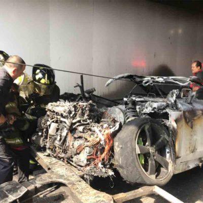 Saca su Audi TT del taller y pocos metros adelante se le incendia… sufre crisis nerviosa