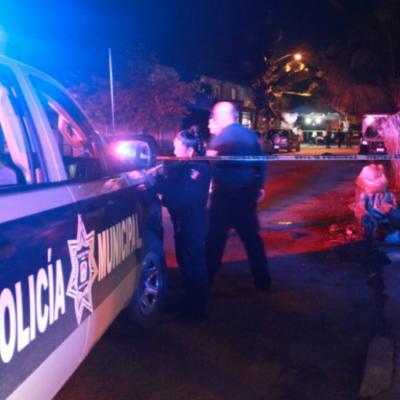 Investigan asesinato de un comerciante que recibió 12 puñaladas en el cuello en la SM 50 de Cancún; no descartan venganza