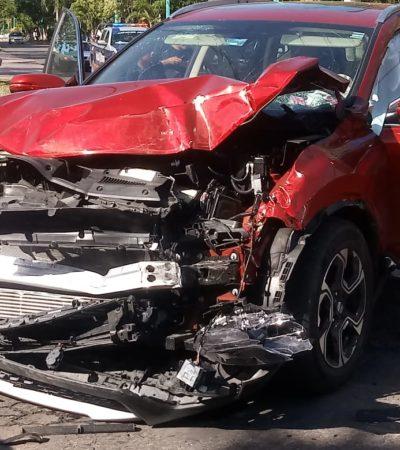 Aparatoso choque en Chetumal deja tres heridos
