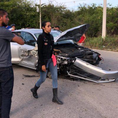 Fuerte colisión en Puerto Aventuras deja a múltiples heridos