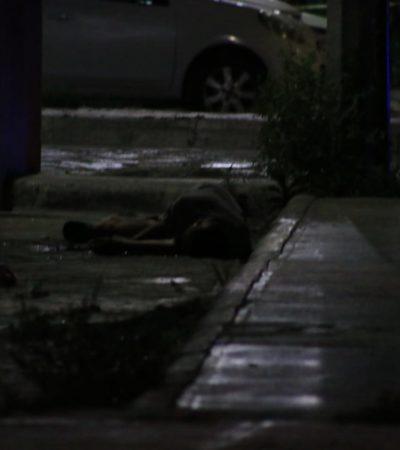 EJECUTA A UN HOMBRE EN CORALES: Acribillado en la madrugada quedó en una cuneta; sicarios escaparon en Cancún