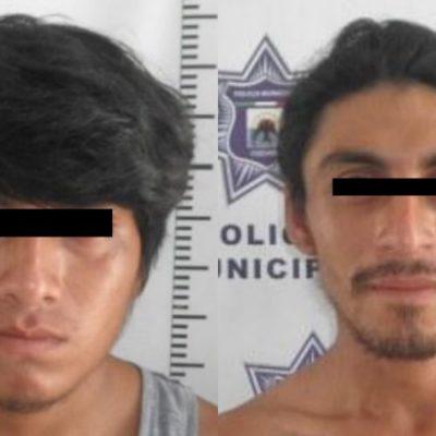 Policías detienen a dos sujetos por presunto robo en la colonia San Miguel II, en Cozumel