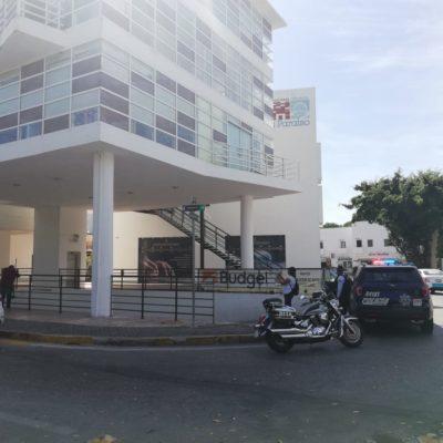 ASESINAN A FUNCIONARIO DEL INM EN PLAYA DEL CARMEN: Balean a Iván Rojas en el estacionamiento de Plaza Caribe, enfrente de Plaza Antigua, donde tiene sus oficinas, en el acceso a Playacar